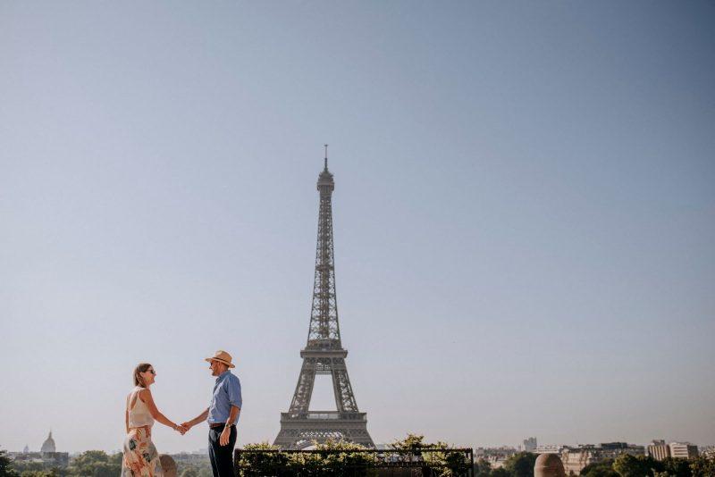 couple in tour eiffel
